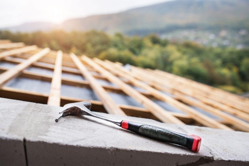 Takrenovering och en hammare